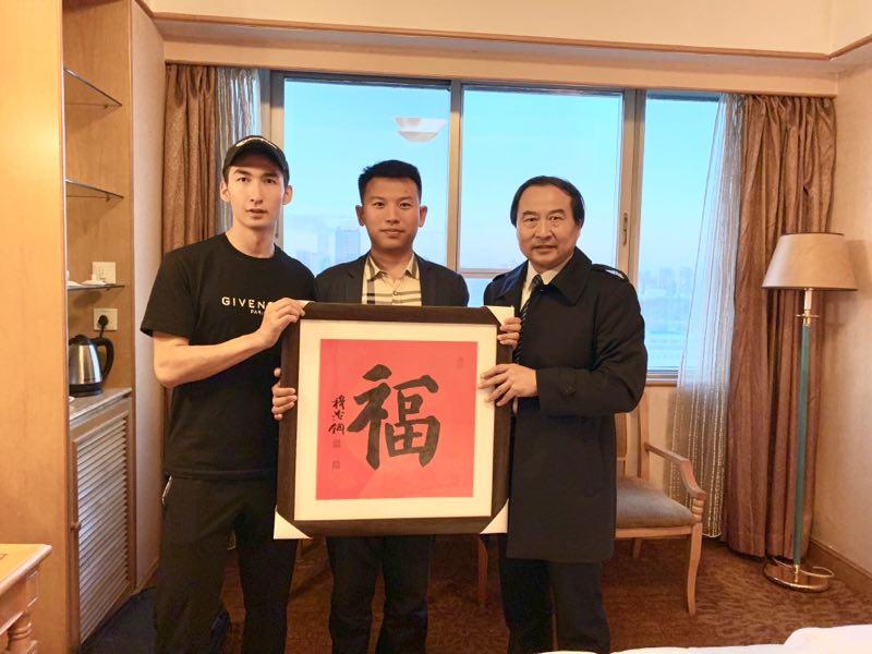 林禹辉中国悬纸书法第一传人