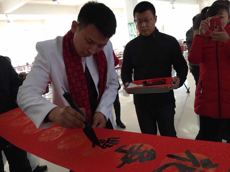 中国悬纸书法第一传人林禹辉